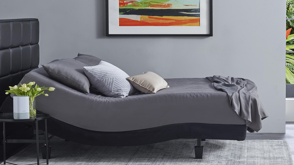 cama ajustable de color gris