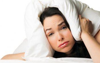 mujer sin dormir bien