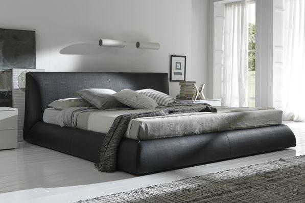 habitación con cama queen size negra
